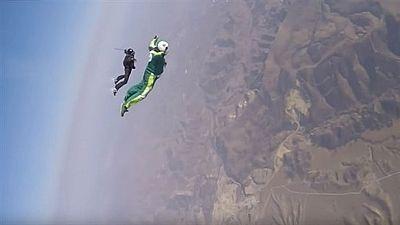 El estadounidense Luke Aikins bate el récord al saltar sin paracaídas desde 7.620 metros