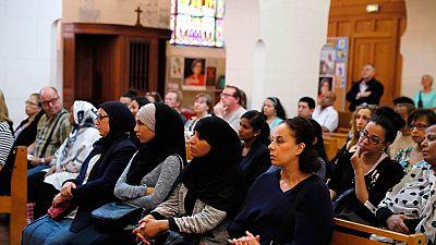 Cristianos y musulmanes rezan juntos por el sacerdote asesinado por dos yihadistas