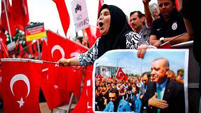 Miles de turcos se manifiestan en Colonia en apoyo de Erdogán y contra el golpe militar