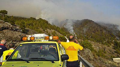 Muere un agente forestal en las tareas de extinción del incendio de La Palma que afecta a casi 2.000 hectáreas
