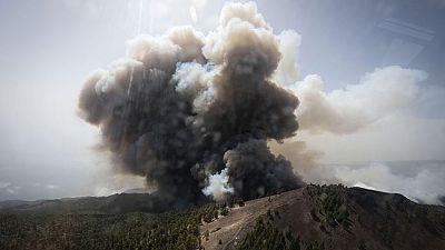 El incendio declarado en La Palma avanza sin control
