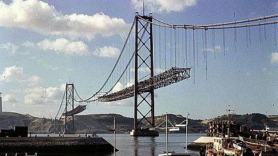 El puente lisboeta '25 de Abril' cumple 50 años como testigo de la historia