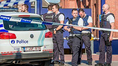 """Un hombre ataca con un machete a dos mujeres policías al grito de """"Alá es Grande"""""""