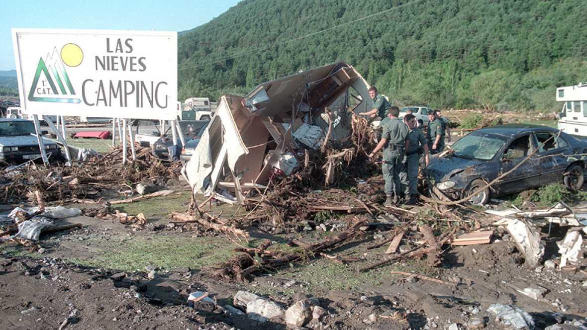 Biescas rinde homenaje a los 87 muertos del camping Las Nieves 20 años después