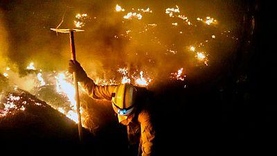 Desalojados 500 vecinos de Montes de Luna y Tigalate por el incendio de La Palma