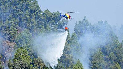 Los servicios de extinción esperan tener estabilizado esta noche el incendio de La Palma
