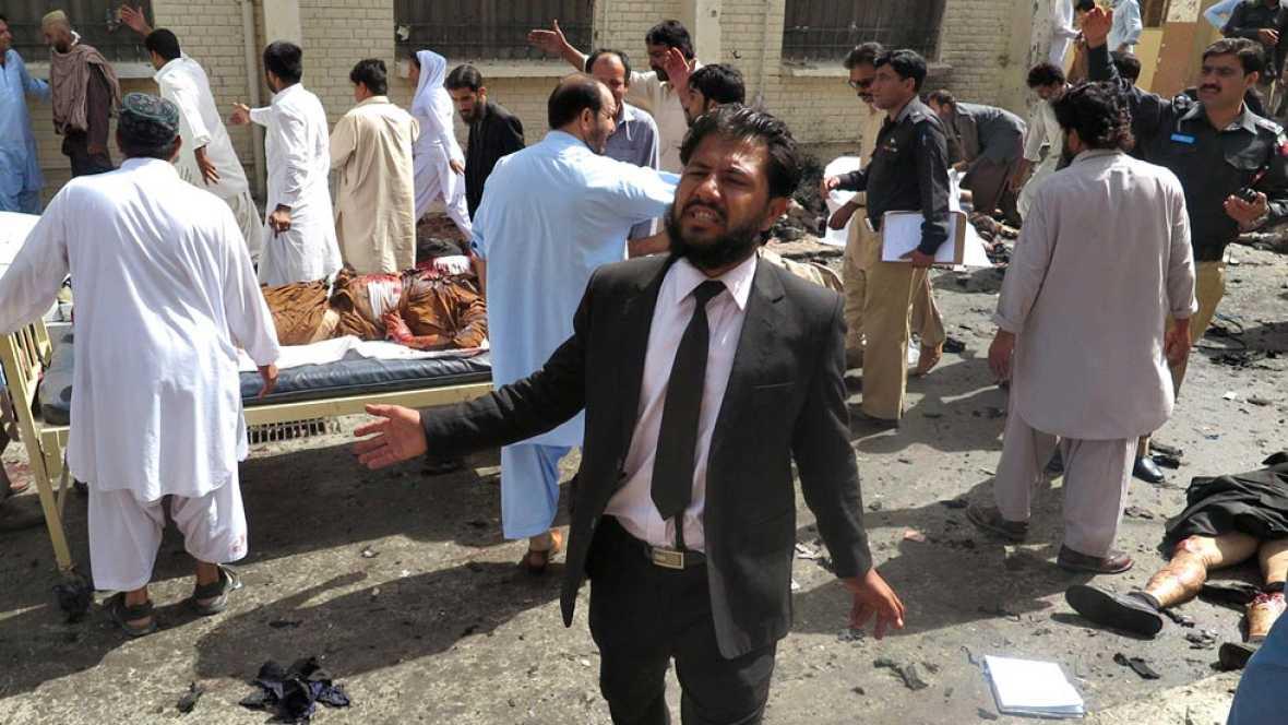 Al menos 70 muertos en un ataque suicida contra un hospital en Pakistán