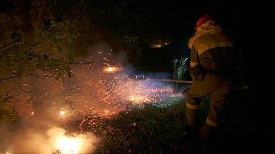 Tres fuegos activos en Pontevedra han quemado ya más de 800 hectáreas