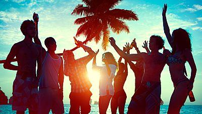 El viernes a mediodía es cuando más música se escucha en la playa