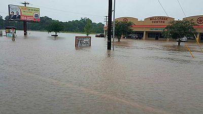 Miles de evacuados y al menos tres muertos por inundaciones en Luisiana
