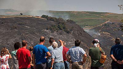 Se desactiva la alerta en el pueblo de Trives, aunque el fuego sigue quemando Galicia