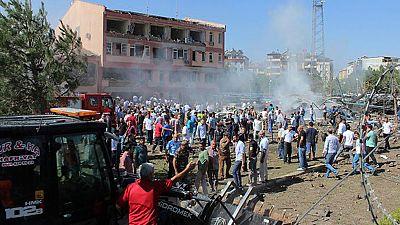 Día sangriento en Turquía. nueve policías, militares y un civil han muerto en tres atentados en el este del país