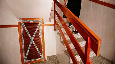 Detenido un hombre tras hallar el cadáver de su pareja en un cuarto de contadores en Torrevieja