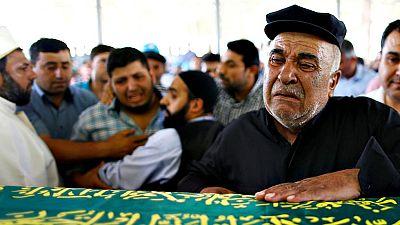 Turquía entierra a los muertos del último atentado, sin confirmar si fue obra del Estado Islámico