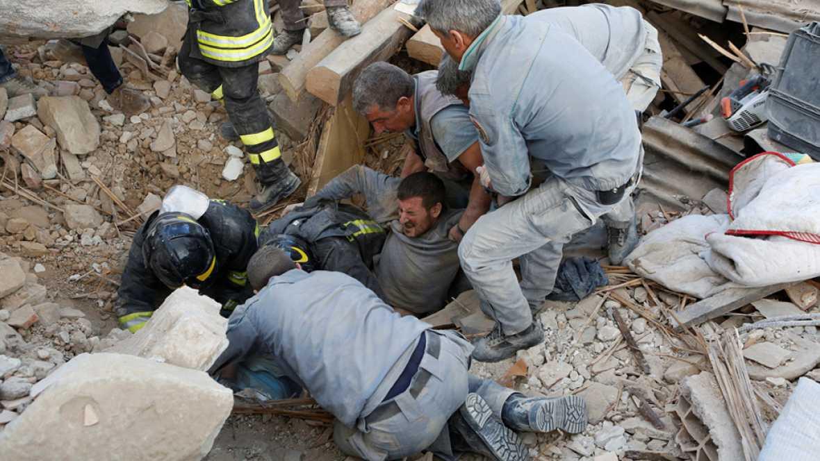Más de mil italianos durmieron en la calle tras el devastador terremoto que dejó 247 muertos