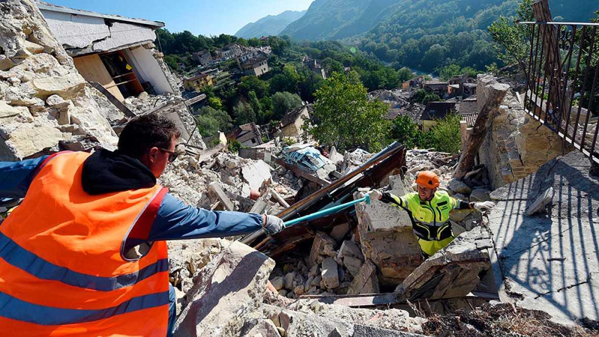 Italia sufre un nuevo temblor de 4,8 y ascienden a 267 los muertos por el devastador terremoto