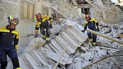 Las réplicas del terremoto de Italia complican la búsqueda de los desparecidos