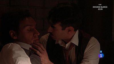 �Velasco le roba un beso a un Gabriel muy ebrio!