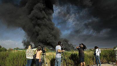 Un incendio en una planta de reciclaje clausurada en Guadalajara provoca una columna de humo tóxico