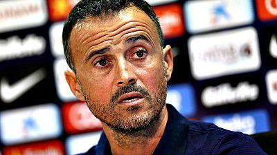 """El entrenador del FC Barcelona, Luis Enrique Mart�nez, asegur� que no se cree las palabras sobre un posible cambio de estilo de Ernesto Valverde en el choque de este domingo en San Mam�s y que """"seguro"""" que el Athletic Club les va a """"presionar alto"""","""
