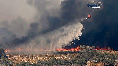 El incendio de El Castillo de las Guardias, en Sevilla, sigue sin control tras haber quemado 1.500 hect�reas
