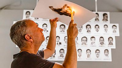 El artista del fuego dedica un mural a los 43 estudiantes desaparecidos en Iguala