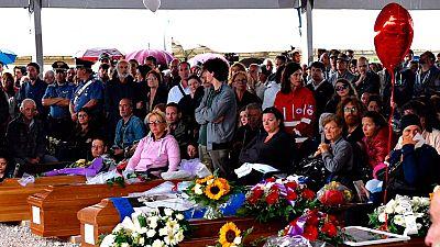Amatrice llora a los muertos del terremoto en un emotivo funeral