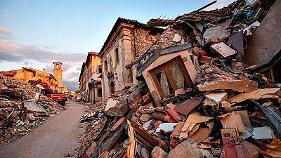 Amatrice sigue buscando posibles víctimas bajo los escombros del terremoto
