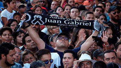 Los restos del cantante Juan Gabriel ya están en México