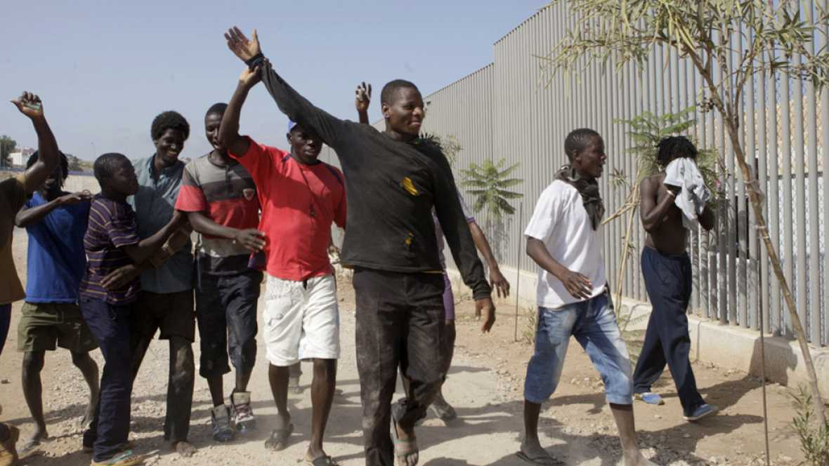Más de un centenar de inmigrantes entran a Melilla tras lograr saltar valla