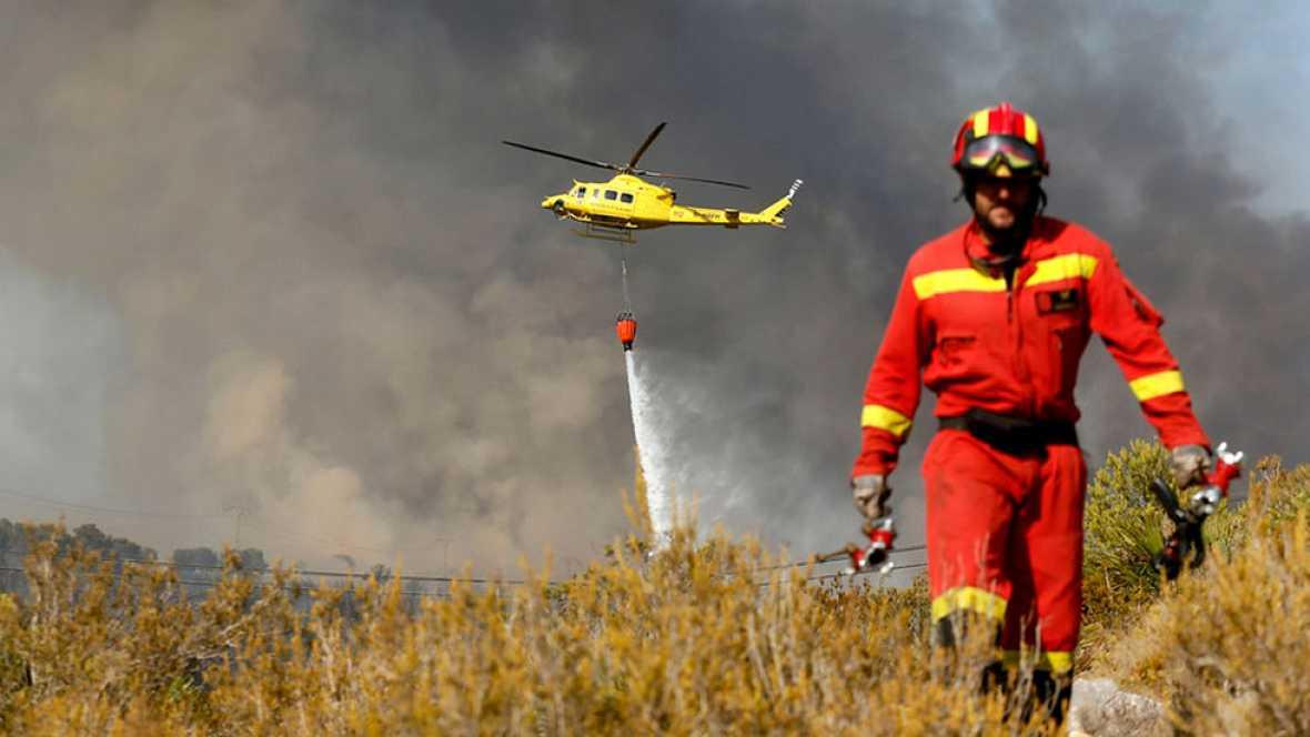 Mejora la situación del incendio de Benitatxell y Jávea que ha causado 1.400 desalojos