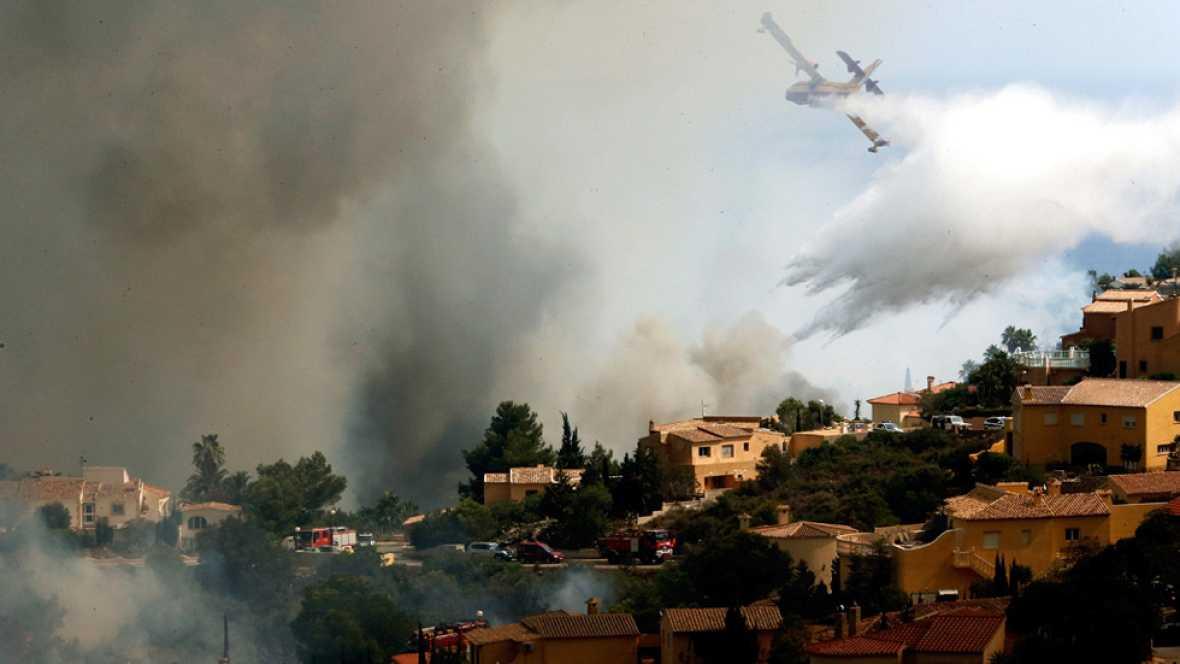 Evoluciona favorablemente el incendio de Jávea, que ya ha quemado 812 hectáreas