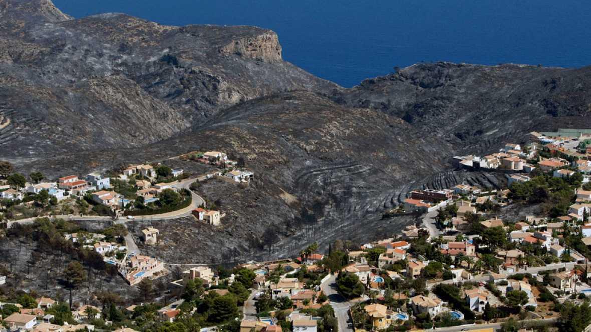Los evacuados por el incendio de Alicante comienzan a regresar a sus casas