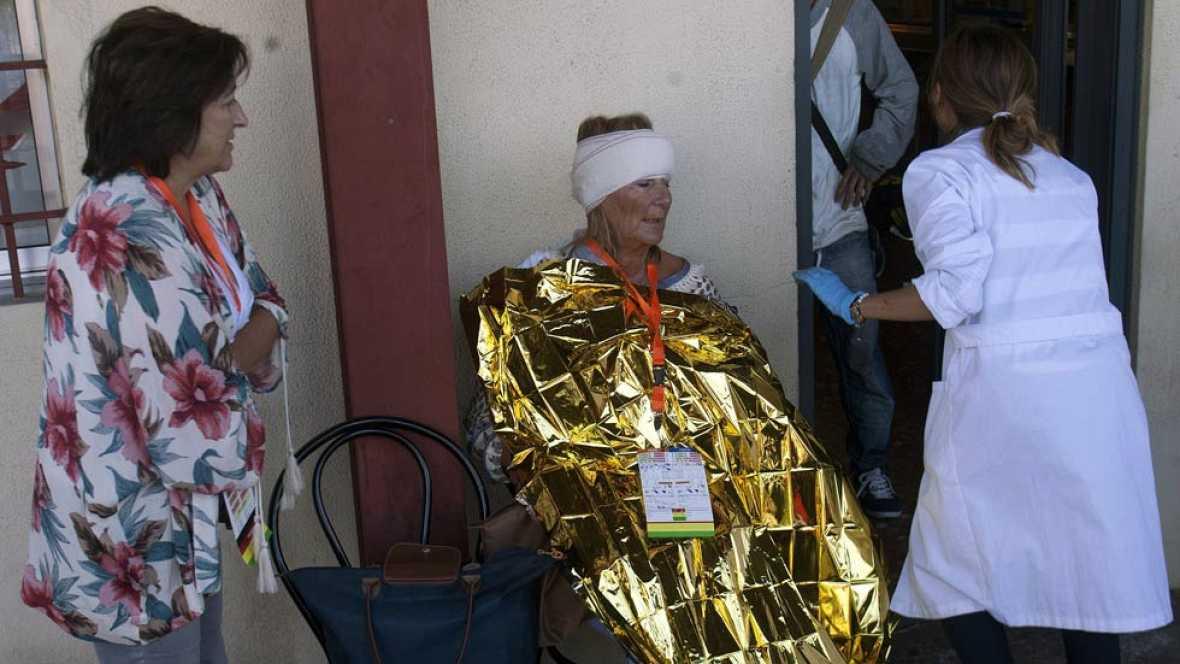 Los servicios de emergencias atienden a los heridos del accidente de O Porriño