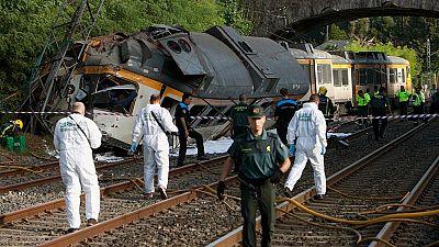 """Al menos tres muertos y """"un número elevado"""" de heridos tras descarrilar un tren en O Porriño, Pontevedra"""