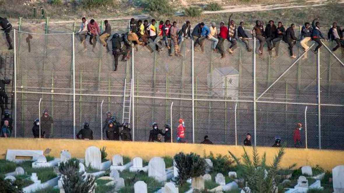 Resultado de imagen para imágenes de la valla de Ceuta