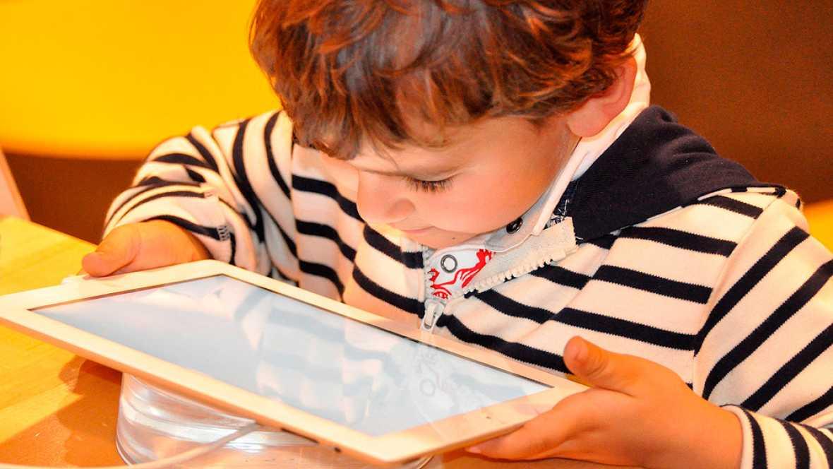 Resultado de imagen de El 54% de padres ve internet como segura para sus hijos con unas pautas básicas