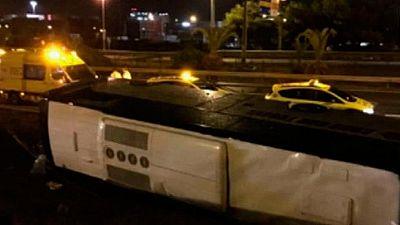 Al menos 24 heridos al volcar un autobús con turistas alemanes en Barcelona