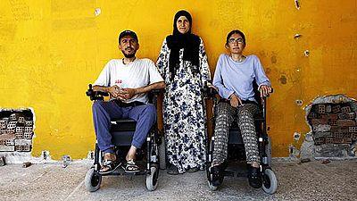En silla de ruedas,  2.500 km desde el infierno sirio hasta Grecia