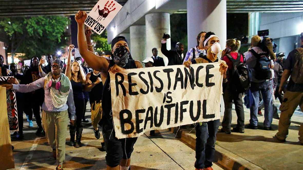 Decretado el toque de queda en Charlotte tras una nueva noche de protestas