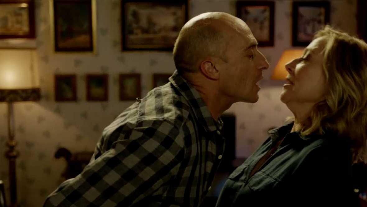 Ha pasado casi un año pero, por fin, Olmos se atreve y va directo a besar a Isa... ¿terminarán juntos el capítulo? No te lo pierdas este lunes a las 22.30 horas en La 1 de TVE.