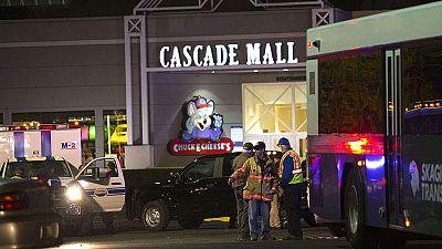 Cuatro mujeres muertas y un hombre herido en un tiroteo en un centro comercial en EE.UU.