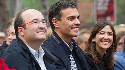 Sánchez urge a Podemos y C's formar Gobierno y rechaza la presión interna