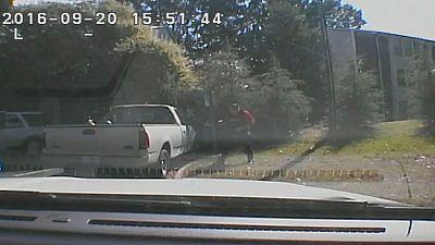 La policía de Charlotte hace públicos los vídeos del asesinato del afroamericano víctima de los disparos de un agente