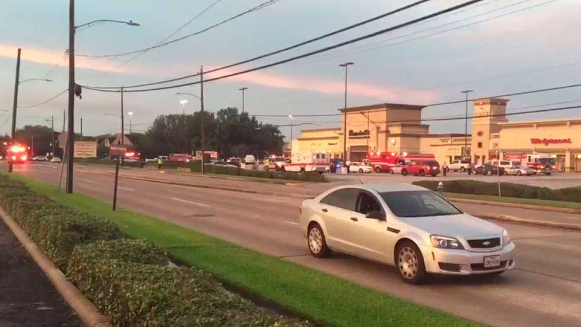 Un hombre dispara y causa siete heridos cerca de un centro comercial en Houston