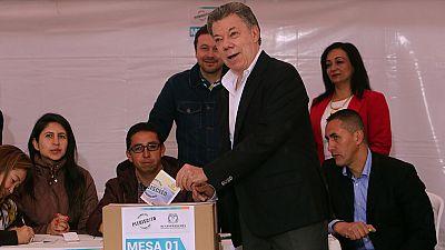 Los colombianos votan si aprueban el acuerdo de paz alcanzado por su Gobierno y las FARC
