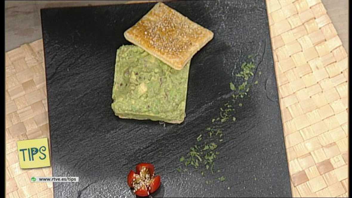 TIPS - Cocina - Guacamole sobre hojaldre de sésamo