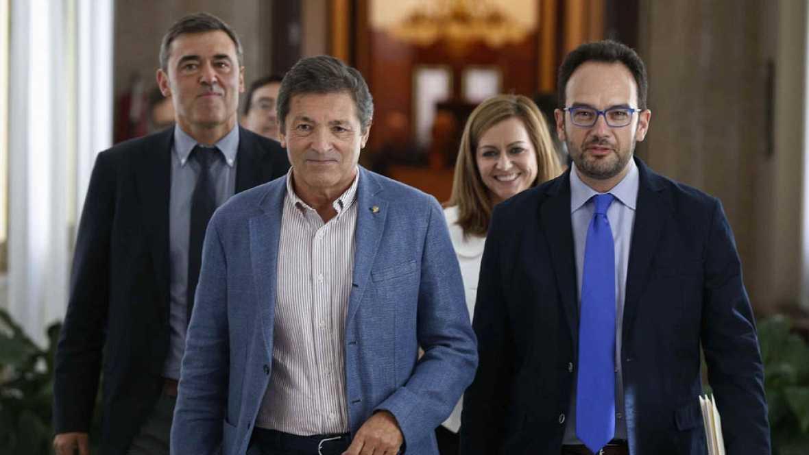 El PSOE descarta formar un gobierno alternativo y el PP le reclama que garantice la estabilidad
