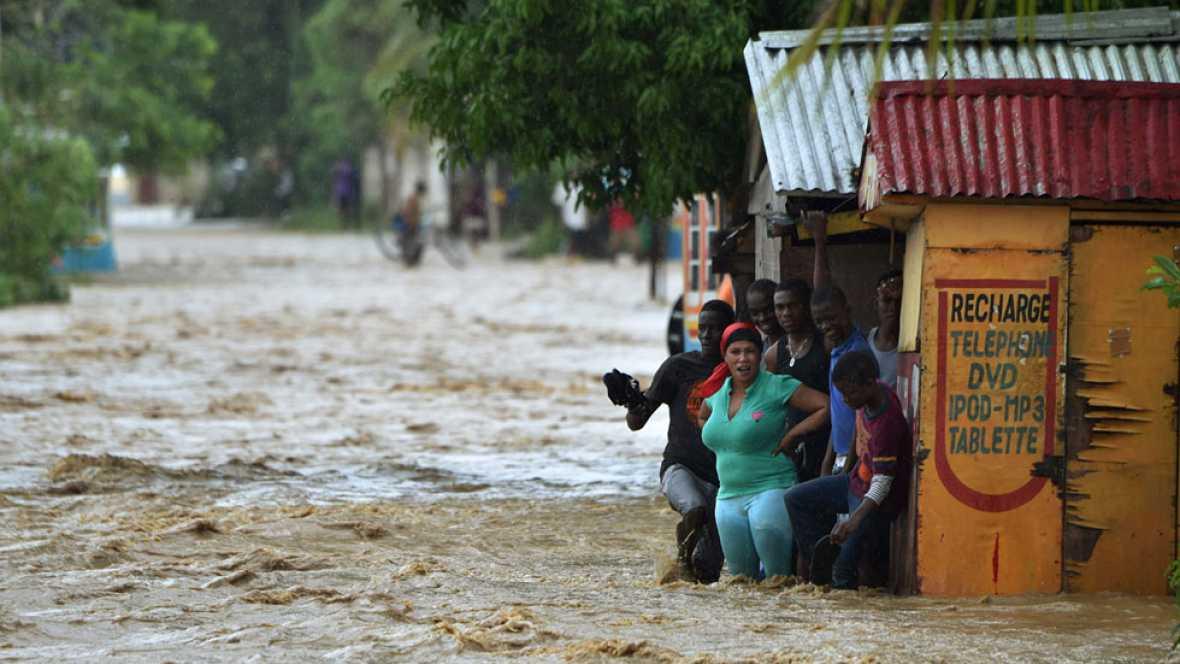 El huracán Matthew toca Bahamas y puede subir a categoría 4 en su camino hacia la costa de Florida