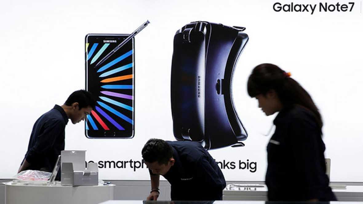 Los peligrosos casos de incendio de los Galaxy Note 7 de Samsung han llevado a la compañía a anunciar que deja de fabricar su móvil estrella